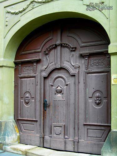 https://flic.kr/p/NVzMgL   Budapest Door   Várnegyed, Buda (2012)