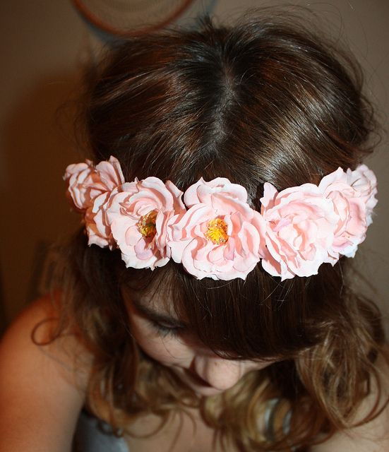 DIY Flower Headband--I've seen these everywhere lately! So cheap and easy.