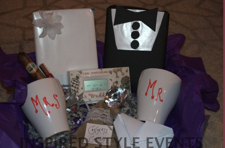 ENGAGEMENT GIFT IDEA! This is amazing, this wedding planner planned my friends wedding.. probably the most organized, dedicated person I've ever met. She loves what she does and she's amazing.... someone better get me this when I get engaged