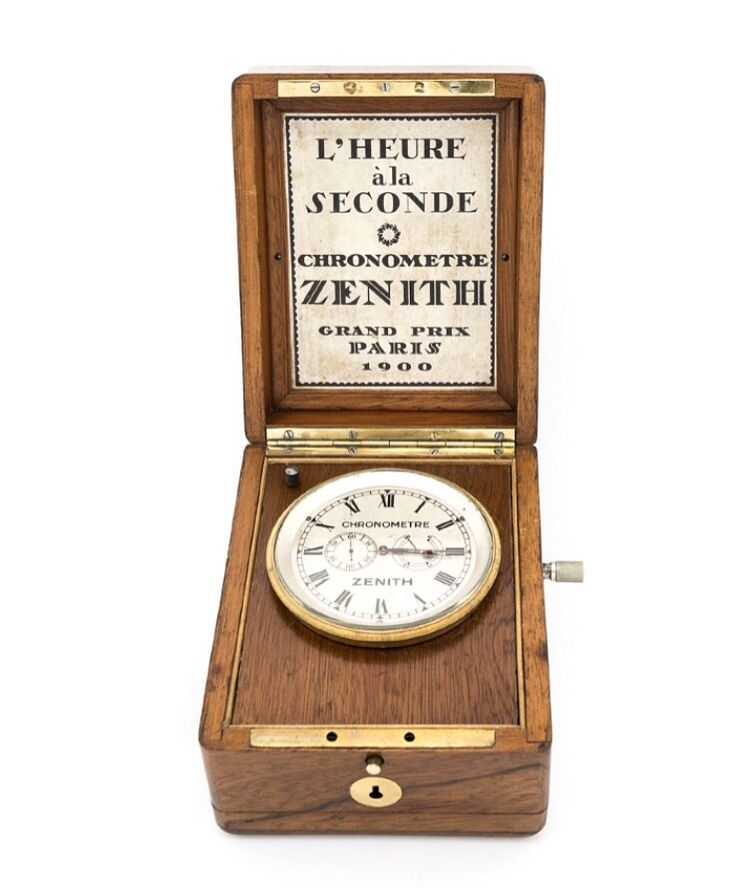 """High-end ZENITH Chronometer """"L´heure a la seconde"""" in original presentation case and with power reserve, made around 1920. Beautiful clock, collector's piece. Find more details at our website, watch-time ID 2095."""