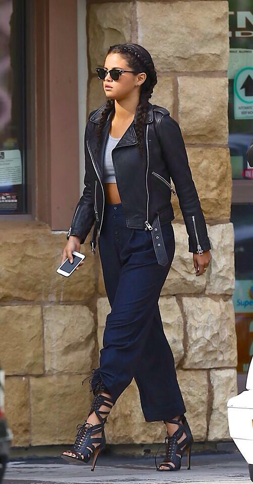 Selena make her style works!