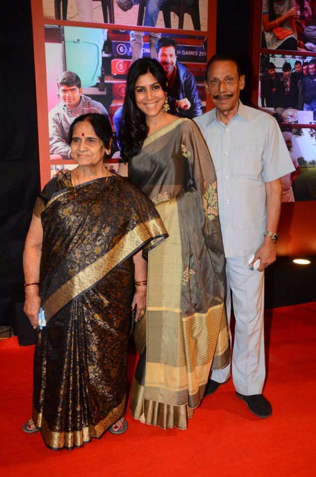 Dangal actress Sakshi Tanwar, who played the role of Aamir Khan's wife in the film, was all smiles and looked happy as she posed for the shutterbugs.