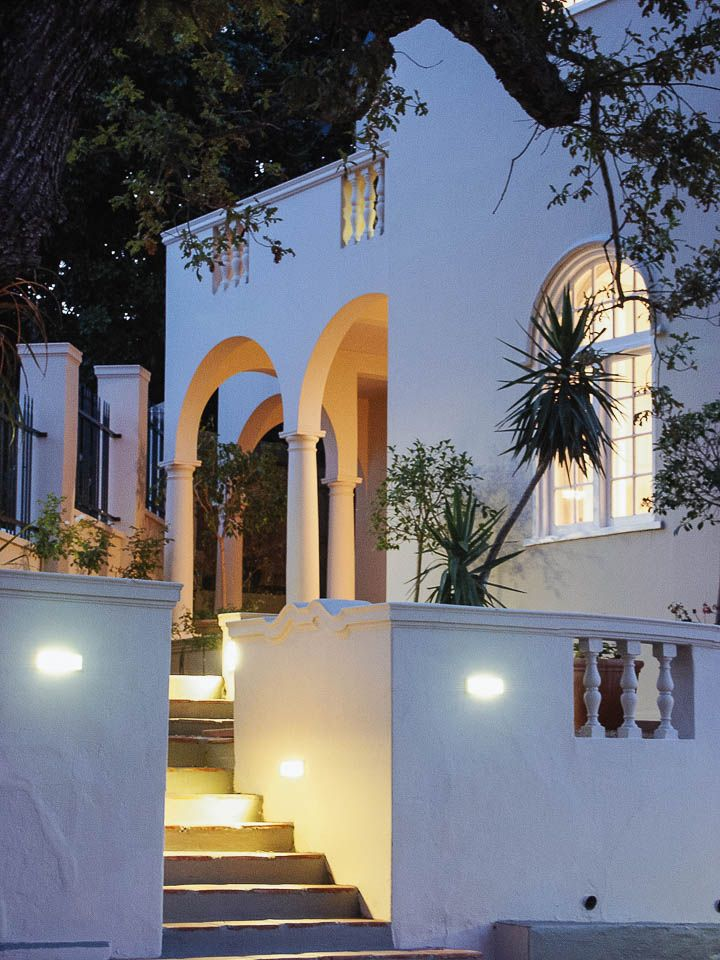 Four Rosmead - A quiet designer den. On a shady tree-lined street in quiet Oranjezecht, under the watchful eye of Table Mountain, sits Four Rosmead. Timbuktu Travel