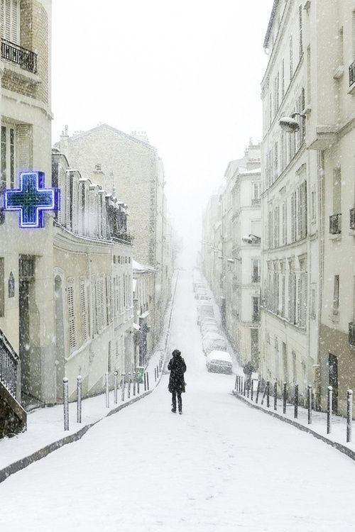 Snowy Day, Rue Berthe, Montmartre, Paris, uncredited