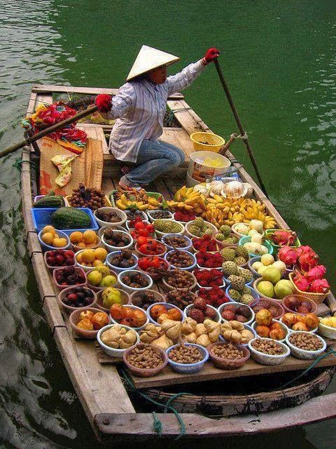 Floating fruit market in Taiwan