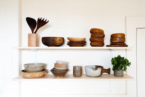 Jolie vaisselle en bois ou céramique