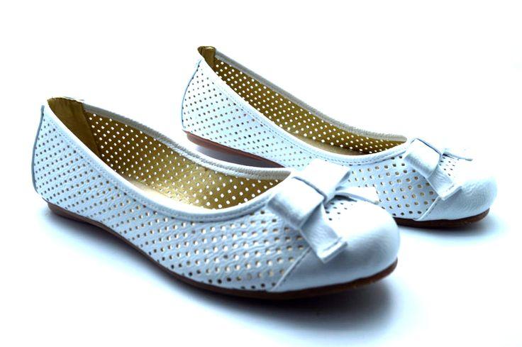 BALETAS BLANCAS Comodidad y estilo en un solo zapato, estas baletas en material alternativo son perfectas para ti.  Consíguelas aquí:http://bit.ly/baleta_blanca