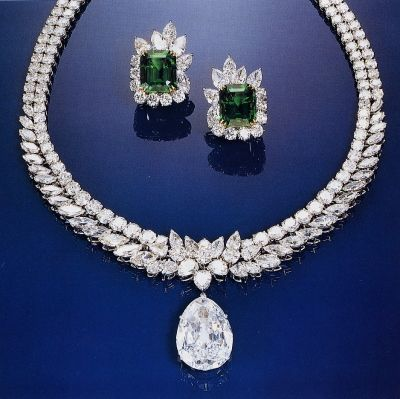 The Van Cleef & Arpels necklace, with the Arcot I at the bottom.