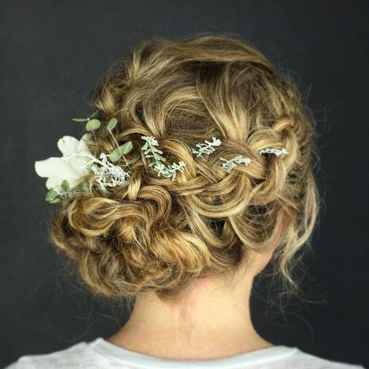 Braid Curl Wedding Hair: 25+ Best Ideas About Curly Bun Hairstyles On Pinterest