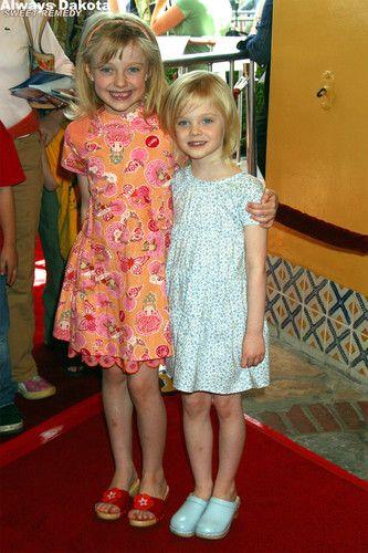Dakota and Elle Fanning (2003) - tengo prisa!!! XD estabn en una premiere de Dakota muchisimas gracias por los comments de ayer ya devolvere despues :) gracias por pasar - Fotolog
