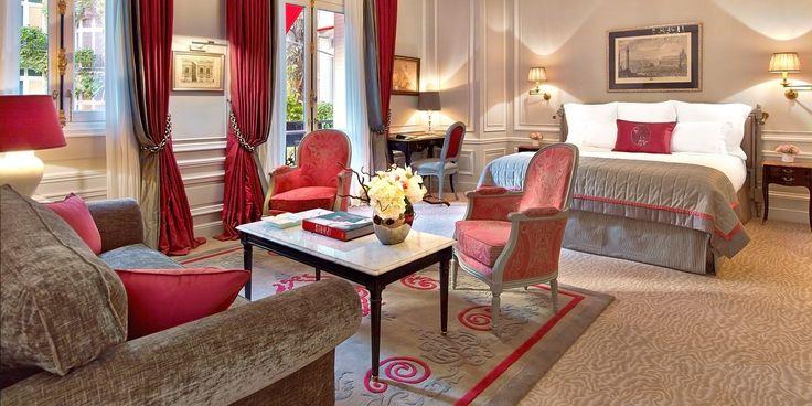 Découvrez l'Hôtel Plaza Athénée, 5 étoiles palace avenue Montaigne, en plein centre de Paris et à deux pas de la Tour Eiffel.