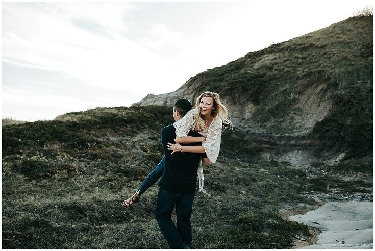 Alberta Badlands Engagement | Alberta Photographer | Taigen & Ty