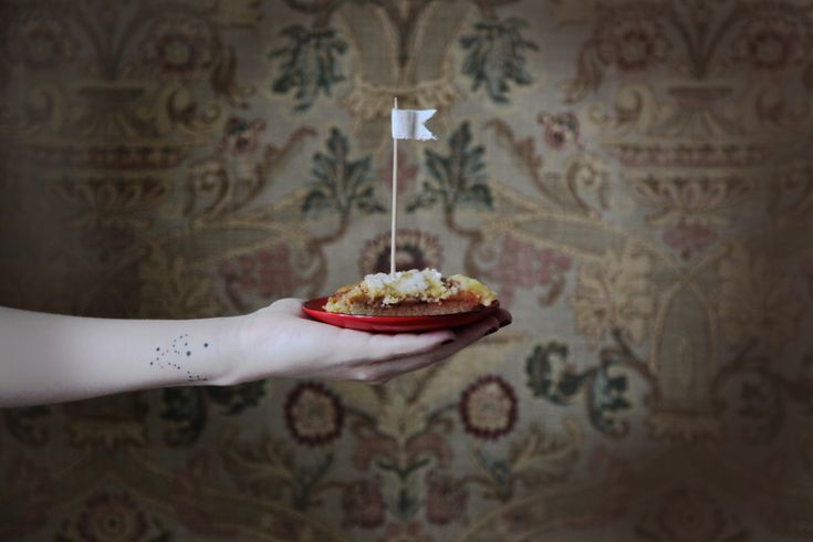 Как правило, молодые мамы ограничивают себя ради здоровья своего малыша. Но ведь можно иногда и полакомиться десертом, не навредив ребенку. Сегодня мы поделимся с вами рецептами вкусных и полезных пирогов для мамочек, которые нам подсказала Мария. Пшеничный пирог Лимонник Миндаль известен своими отличными качествами, это орехи с высоким содержанием клетчатки, растительного белка, ценных витаминов и […]