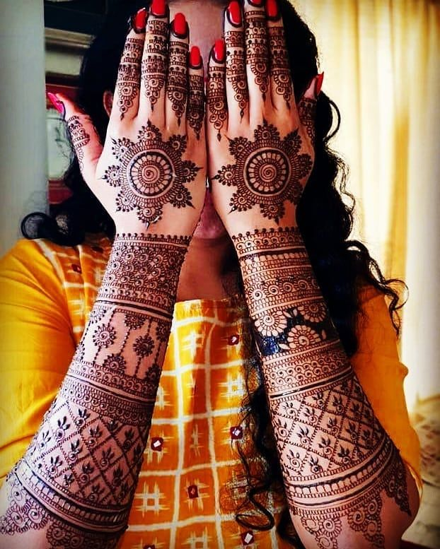 Back hand bridal mehndi which is liked by most of brides