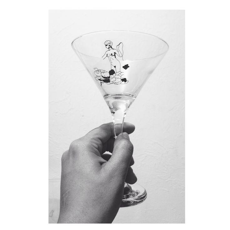 Vértices Casa | Taça dry martini com ilustração de Mozart Fernandes