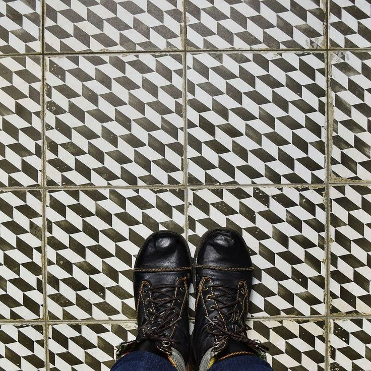 Sometimes it's ok to look down. Especially if there is something as unique as our geometric and aged Kings Espiga under your feet.  #tileaddiction #ihavethisthingwithtiles #design #fromwhereistand #floor #floortiles #merolatilestyle #tilestyle #tilehighclub #manalapan #merolatile #patternfloor #spanishtile #encaustic #ceramictile #cement #tiletuesday #tile #wall #instatile #floorcore #ihavethisthingwithfloors by merolatile