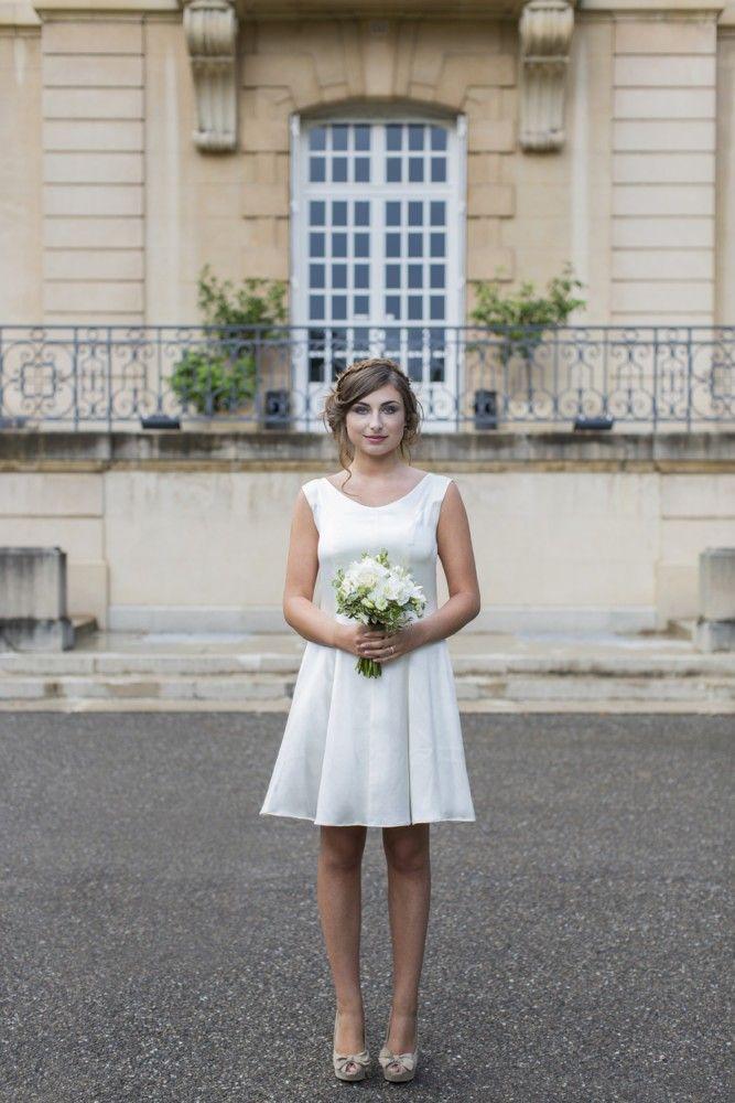 Essayez la robe de mariée transformable dans la collection de robes de mariée sur mesure dans la boutique lyonnaise. Adaptez le croquis à vos envies. Sans le jupon amovible
