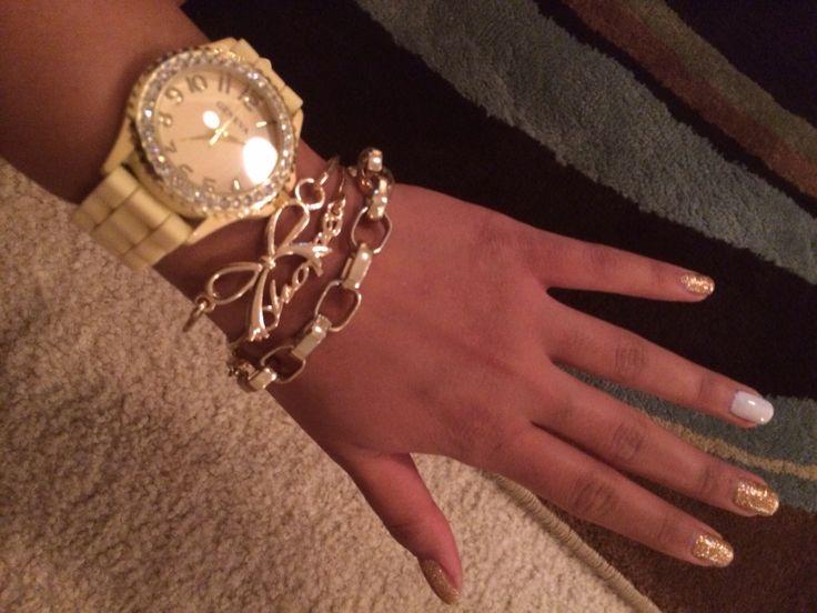 All GOLD for Thanksgiving #goldaccessories #goldsparklynails #goldwatch #goldbracelets #goldchain #goldbow #ilovegold