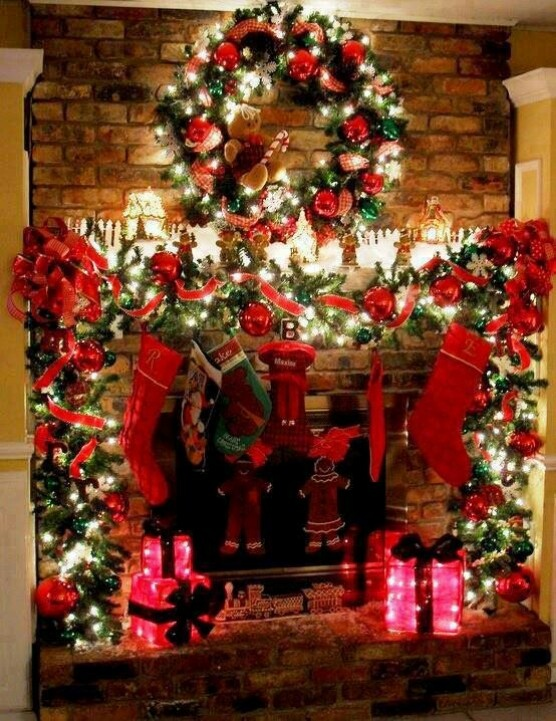 Christmas Lights And Decorations On Mantle. I Would Love For My Mantles To  Look Like This This Year
