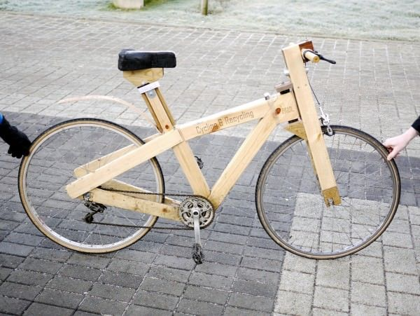 An amazing bike made from found wood (pallets & others) and parts from a forgotten bike (strings, pedals, brakes...). This bike was made by Paul, a student of North Glasgow College. Well done Paul ! More information: The justified Sinner…