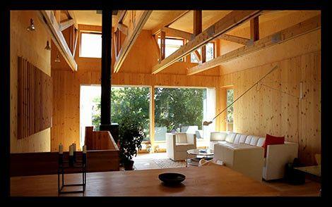 Finaste Huset handlar om fina hus och drömhus, hästgårdar och annorlunda hus, inredning, husrenovering, hus i TV-program, TV-serier.