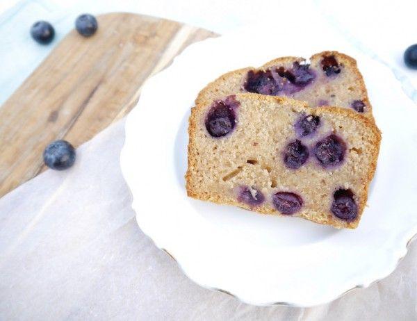 Onze baktip: deze Spelt-yoghurtcake met blauwe bessen van @chickslovefood #nomnomnom >> http://buff.ly/1k0llab