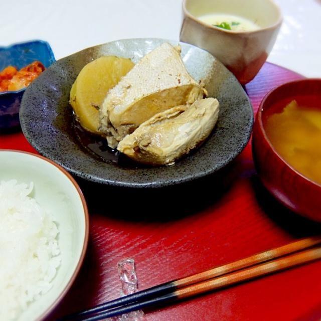 Simmered Yellowtail with Japanese Daikon Radish to Say Goodbye to Winter 2015, Tofu in Soy Milk, Nappa Cabbage Miso Soup,  Kimchi, Rice - 42件のもぐもぐ - 冬に別れを告げるためのぶり大根、豆乳おぼろ豆腐、キムチ、白菜と大根の葉のお味噌汁、ごはん by kayorina