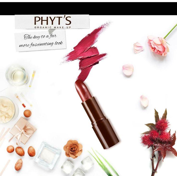Dacă îţi doreşti hidratare pentru 8h - alege ruj-uri de buze 100% naturale în culori luminoase, iar dacă vrei că buzele tale să fie moi şi catifelate, răspunsul este rujul natural de la Phyt's Make-up Rouge Magnetique care are că ingredient principal ulei din seminţe de Ricinus communis de oribine biologica, bogat în gliceride, lectine, uleiuri vegetale, vitamina E, betacarotenoizi, lipide sau proteine.#PhytsMakeup