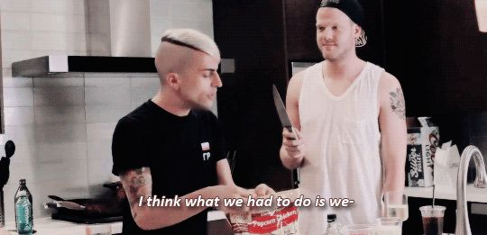 Lol Mitch is just so shocked when he sees Scott with the knife! Superfruit