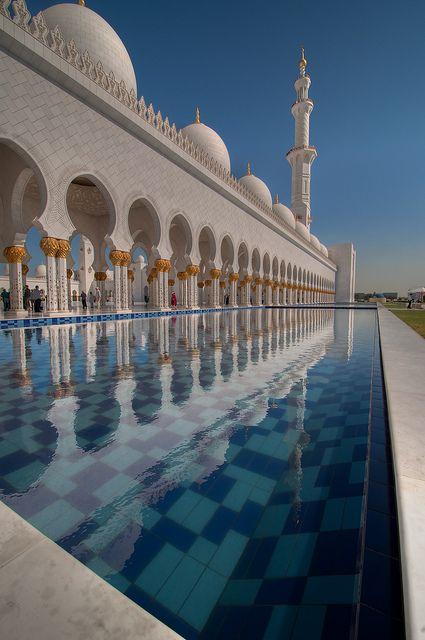 Reflection of Sheik Zayed Grand Mosque, Abu Dhabi, United Arab Emirates