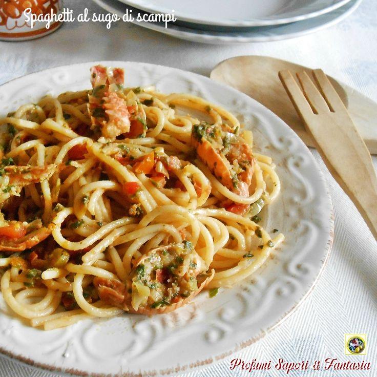 Spaghetti al sugo di scampi, una preparazione facile dove si possono utilizzare scampi freschi o surgelati. Un primo gustoso da preparare in ogni stagione.