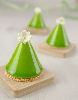 White chocolate and matcha green tea cones, with nougatine, joconde and mousse