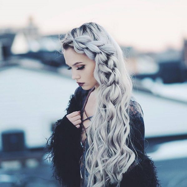 #makeup #Haarfarbe #Haarflechte Hair in silver and beach waves are already an awesome pair. But if you want to make it a little more fab, you can create a side Dutch braid from the top and make your way down. Halfway, you… Continue Reading →