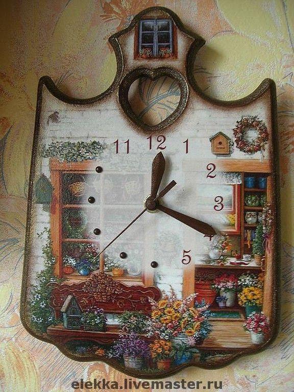 Купить или заказать Часы 'Мой сад' в интернет-магазине на Ярмарке Мастеров. Часы декорированы в технике декупаж. Украшены стикерами. Многократное глянцевое покрытие. Бесшумный плавный часовой механизм.
