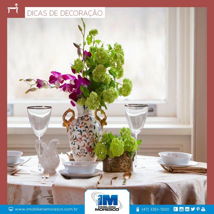 Floreiras, jardins verticais e belos arranjos são boas alternativas na hora deixar a casa florida!