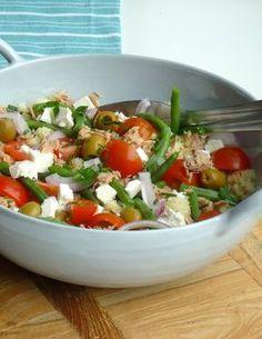 Lekkere recept voor een gezonde maaltijdsalade, deze couscous salade met tonijn is lekker en gezond.