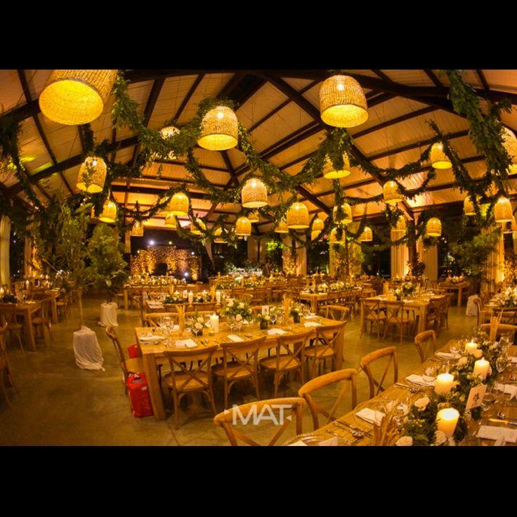 #CasaBali imponente, pensado para grandes bodas, bodas sofisticadas, bodas de ensueño. #wedingplanner @beatrizlopera.weddingplanner - Foto @MatFotografia  Contáctanos al 3106158616 / 3206750352 / 3106159806 y reserva desde ya, atendemos todos los días de la semana y fines de semana incluido festivos. www.zonae.com #ZonaE #ElEstablo #ZonaELlangrande #bodasmedellin #CasaBali #Eventos #GreenHouse