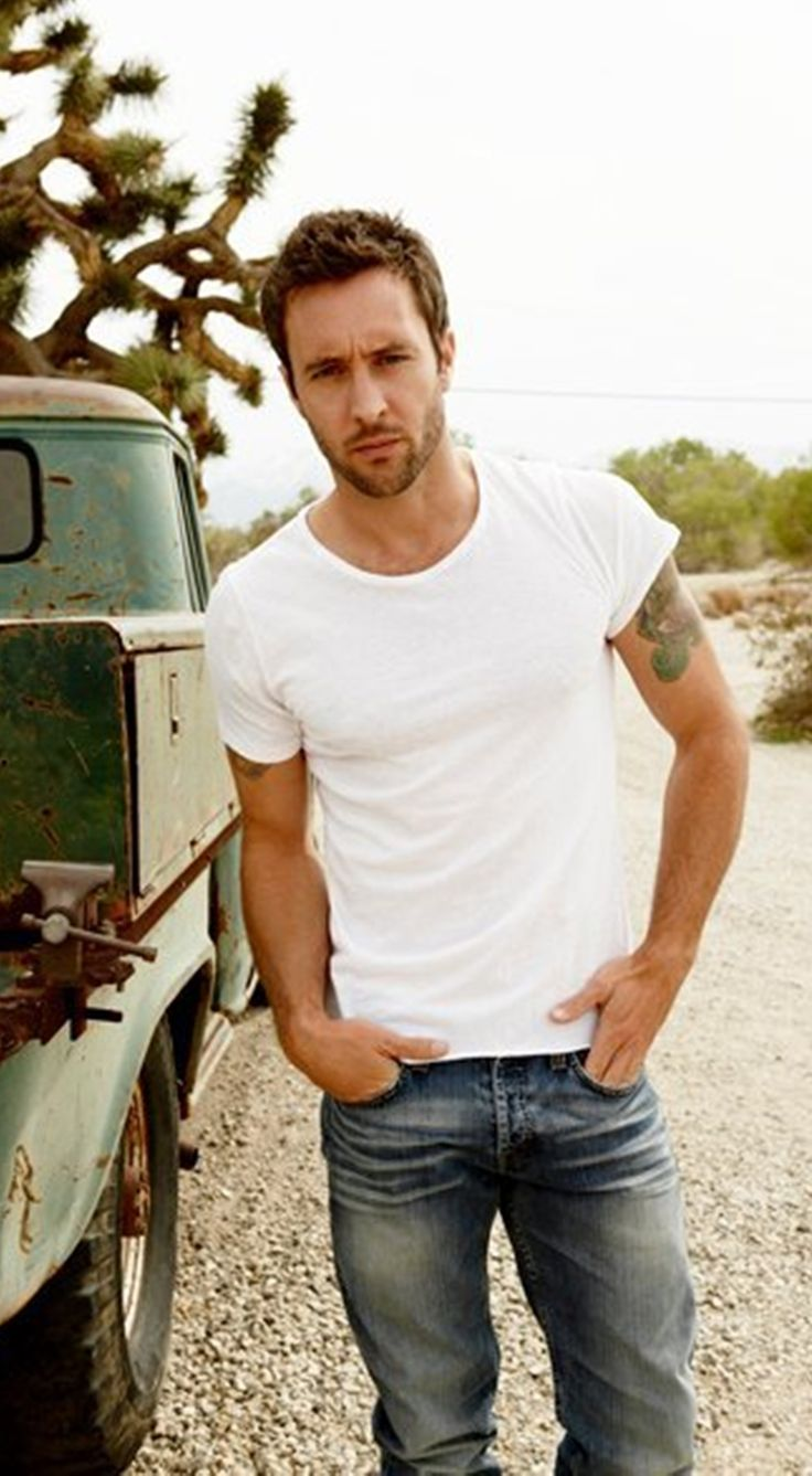Alex O'Loughlin. Just saw the back up plan and that movie made this guy the hottest man.