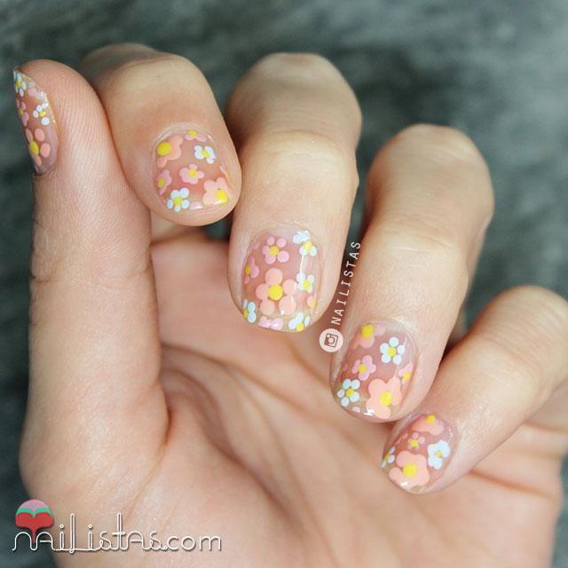 Cómo decorar uñas con flores de primavera | Negative Space Manicure | Cuidar de tu belleza es facilisimo.com