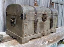 Vintage Trunk - Idea - make platform base like this for refinished trunk!!