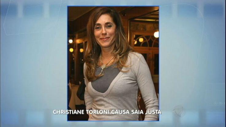 <i>Hora da Venenosa</i>: Cristiane Torloni burla regra de avião e se irrita com comissário
