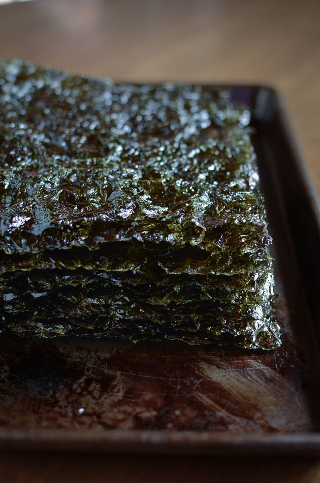 homemade roasted seaweed is easier than you think and quick to make. All you need is plain seaweed, some oil, salt, and a disposable globe.