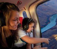Gran Cañón: Tour en helicóptero y aventura en un rancho Tras la recogida en su hotel de Las Vegas, se dirigirá al aeropuerto McCarran, a unos minutos del Strip de Las Vegas, para un vuelo panorámico en helicóptero al Grand Canyon Ranch. A bordo de helicóptero jet de lujo, http://lasvegasnespanol.com/en-las-vegas/gran-canon-tour-en-helicoptero-y-aventura-en-un-rancho-2/