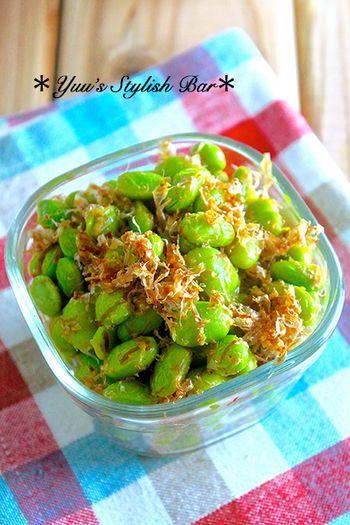 茹でた枝豆と調味料を混ぜるだけと作り方は簡単ですが、さっぱり味の副菜はおつまみにもお弁当にもぴったり。 冷蔵で約1週間、冷凍すれば1ヶ月保存できるそうなので、作り置きしておきたい1品ですね。