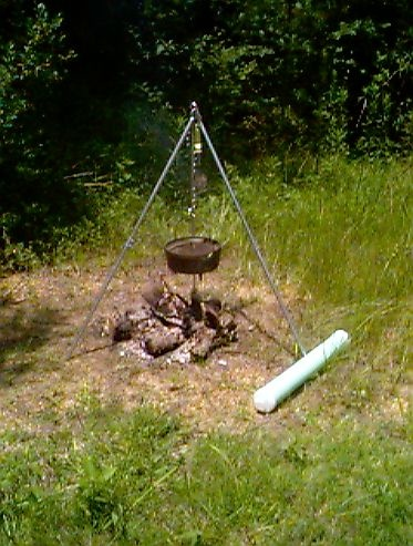 Make your own campfire cooking tripod good stuff n also for Camping el jardin alicante