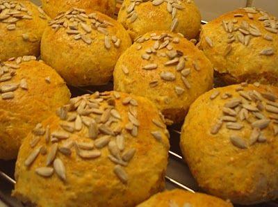 Super hurtige og sunde boller. Nemme at bage. Opskrift på hurtige grovboller, som skal hæve i kort tid. Perfekt til morgenmad og madpakken