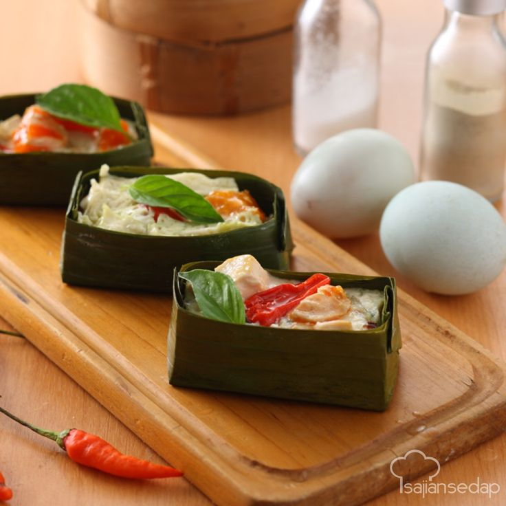 Membuat botok tahu telur asin untuk makan siang hari ini bisa jadi alternatif yang menyenangkan dari hidangan tahu Anda yang biasa. Mari simak cara membuatnya.