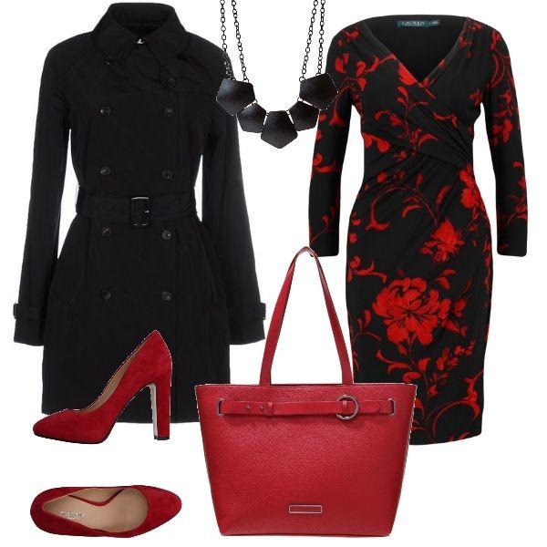 Outfit per l'ufficio ma adattabile anche per una serata elegante: l'abito di Ralph Lauren è indossato con scarpe scamosciate rosse e borsa abbinata. Sopra a tutto un trench nero e una bella collana. Immaginate di togliere trench e borsa ed aggiungere stola e clutch, ecco il look da sera.