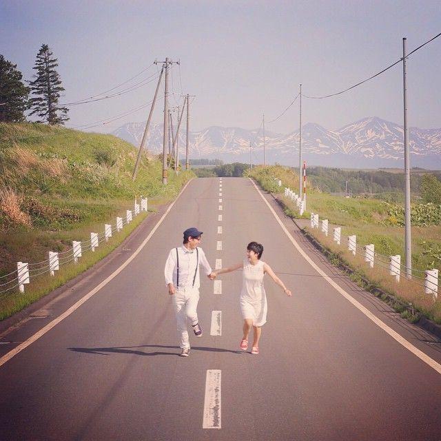 #北海道 やっぱり北海道と言えば まーーーっすぐな道!! こりゃもう 走るしかないっ!!!笑 #結婚写真 #花嫁 #プレ花嫁 #結婚 #結婚式 #結婚準備 #婚約 #カメラマン #プロポーズ #前撮り #エンゲージ #写真家 #ブライダル #ゼクシィ #ブーケ #和装 #ウェディングドレス #ウェディングフォト #七五三 #お宮参り #記念写真 #ウェディング #weddingphoto #bumpdesign #バンプデザイン
