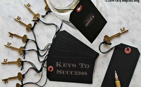 Keys to Success  Write down some pieces of advice or inspirational messages that the graduate can read later. It will make for a keepsake he or she can have forever. - 10 Creative Graduation Party Favor Ideas, http://hative.com/creative-graduation-party-favor-ideas/,